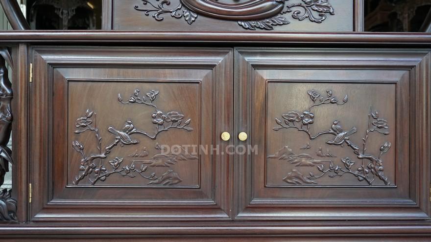 Bàn giao tủ bày đồ cổ gỗ gụ tại Hải Phòng cho gia đình anh Thắng (Ảnh: Dotinh.com)