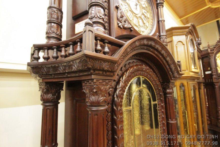 Chất liệu đồng hồ được làm từ gỗ gụ mật cao cấp (Ảnh: Dotinh.com)