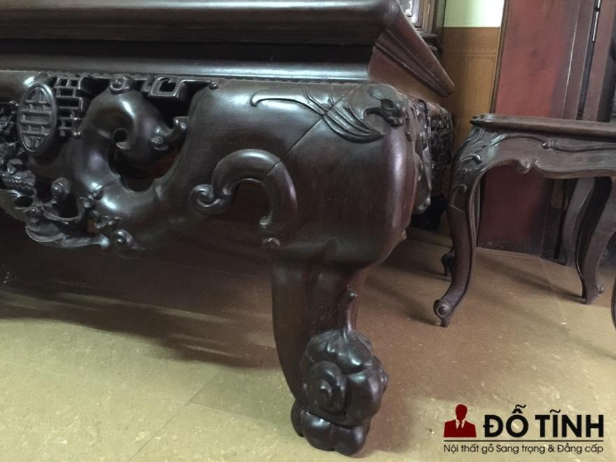 Quây sập và chân sập đều được chạm khắc lối cổ, tạo sự vững chãi (Ảnh: Dotinh.com)