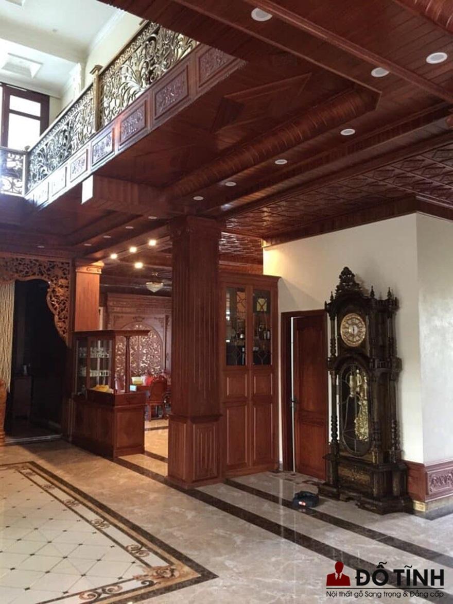 Đồng hồ gỗ mun ta nhìn lộng lẫy khi trang trí trong ngôi nhà gỗ sang trọng (Ảnh: Dotinh.com)