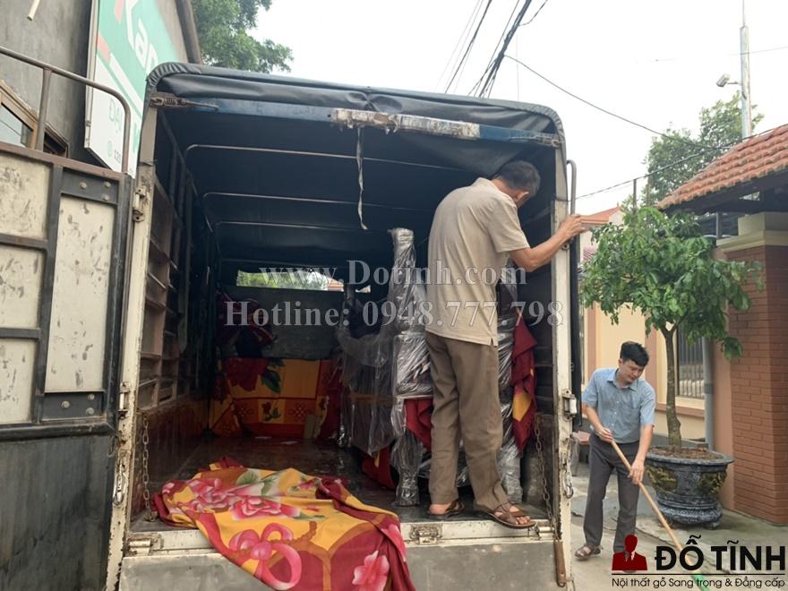 Bộ sập gụ tủ chè đã được vận chuyển đến gia đình anh Tuấn (Ảnh: Dotinh.com)