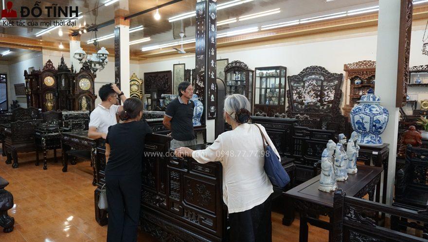 Khách đặt mua trường kỷ cổ đồ đại ở Phú Thọ (Ảnh: Dotinh.com)