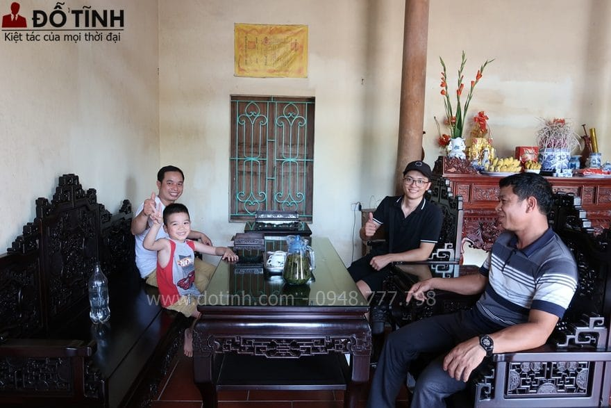 Bàn giao TK17: Bộ trường kỷ ngũ lân vờn cầu tại Hà Nội - Ảnh: Dotinh.com