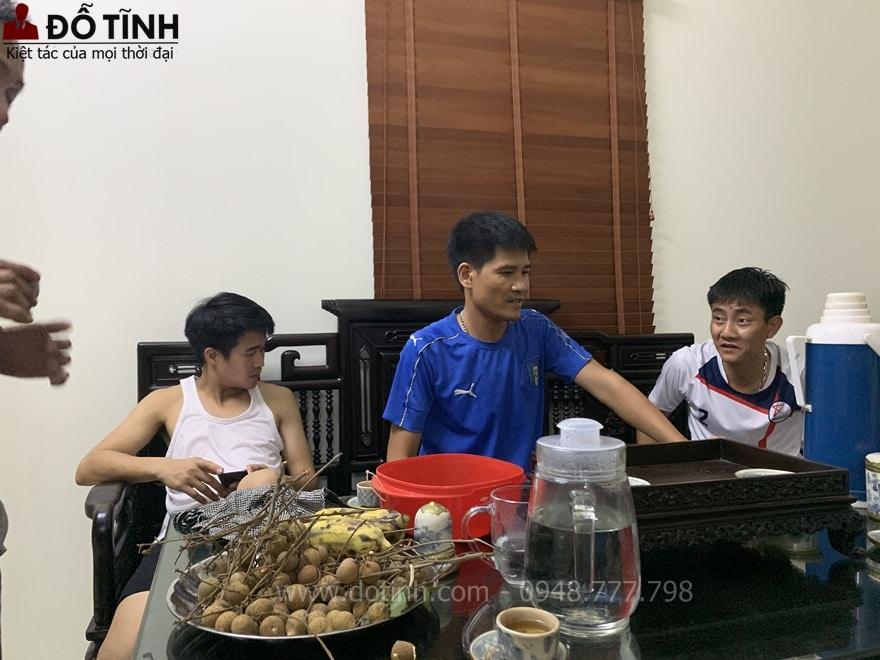 Bàn giao bộ tràng kỷ cổ đồ đại Huế tại Mê Linh, Hà Nội - Ảnh: Dotinh.com
