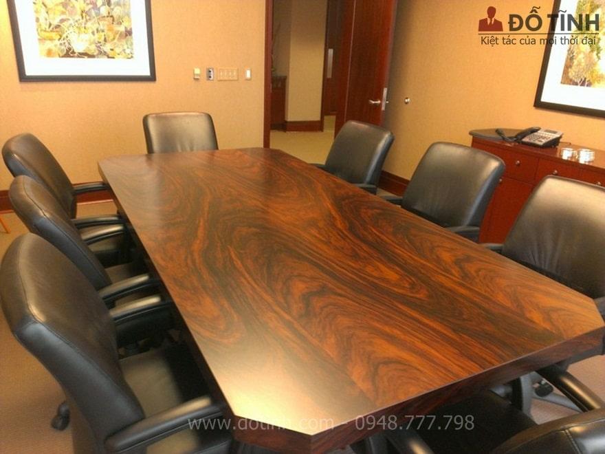 Bàn ghế gỗ cẩm lai - Ảnh: Internet