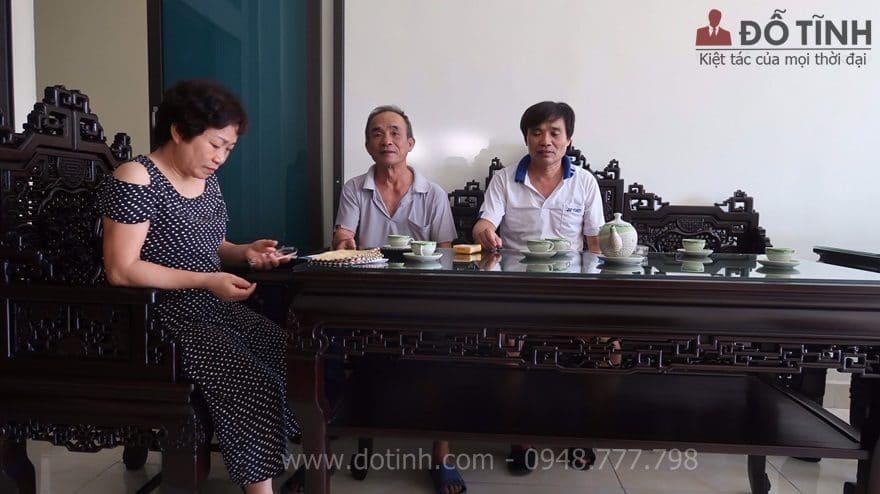 Nhìn tổng thể ngôi nhà khi có sự hiện diện của bộ trường kỷ ngũ lân 6 món rất là sang trọng - Ảnh: Dotinh.com