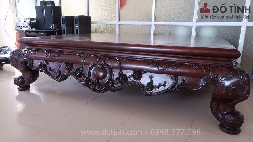 Chiếc sập gỗ gụ louis tại Hải Dương nhìn kiểu dáng thanh nhẹ đậm chất hoàng gia - Ảnh: Dotinh.com