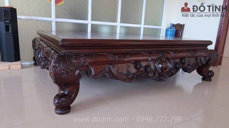 Giá trị của bộ sập gỗ gụ Louis Hải Dương nằm ở những hoa văn độc đắc - Ảnh: Dotinh.com