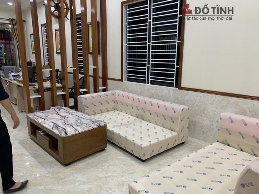Trước đây không gian nay được bố trí bằng sofa hiện đại - Ảnh: Dotinh.com