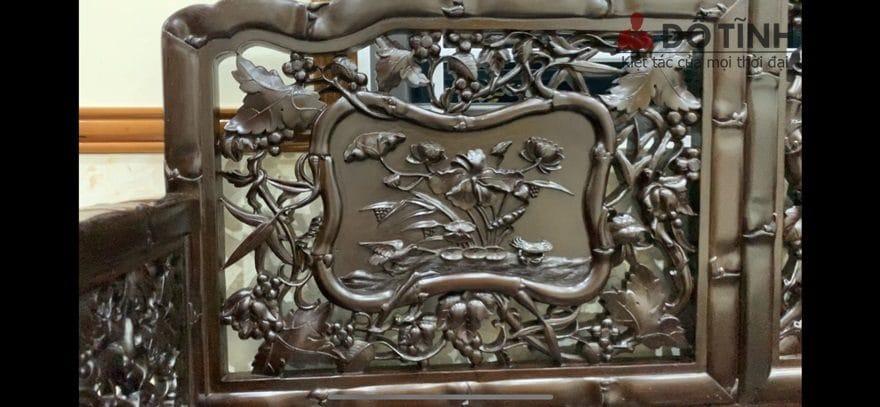Ngay giữa trung tâm tựa ghế chính là hình ảnh sen trong hồ tượng trưng cho sự cao quý, thanh tịnh - Ảnh: Dotinh.com