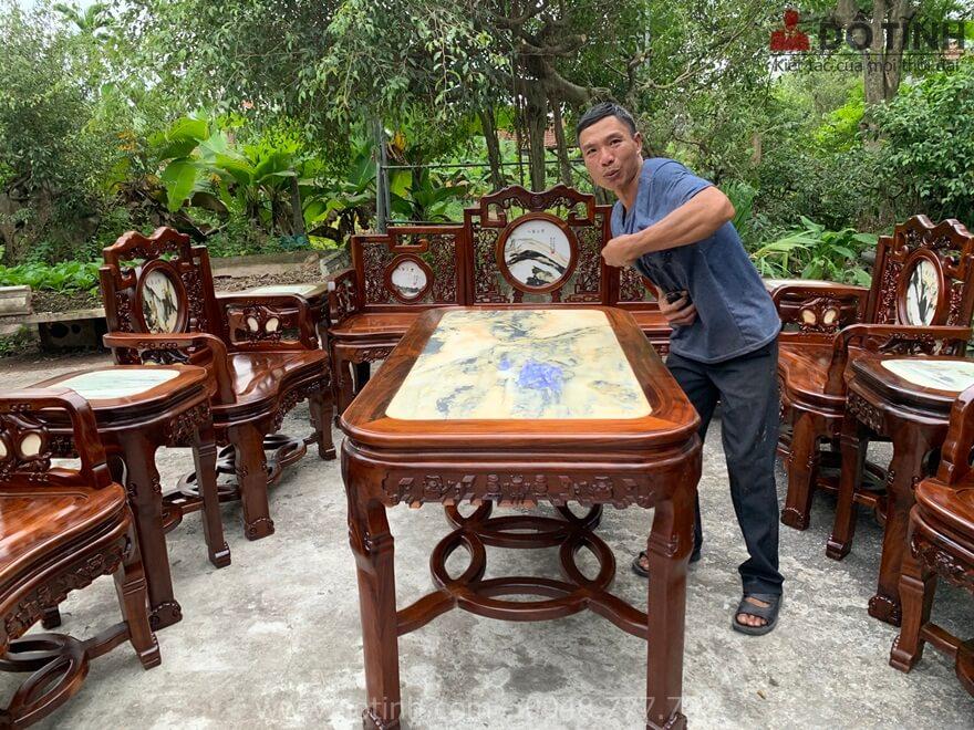 Bộ ghế móc bành gỗ gụ ta quảng bình siêu khổng lồ - Ảnh: Dotinh.com