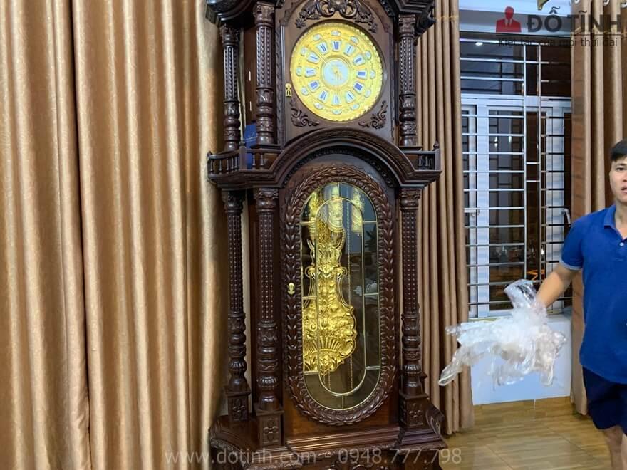 Sự hòa quyền giữa tông màu nâu trầm và màu sáng rực của vàng 24k đã khiến đồng hồ DH23 trở nên long lanh hơn - Ảnh: Dotinh.com