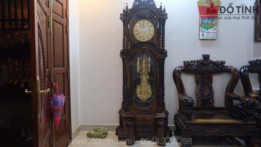 Bàn giao đồng hồ cây gỗ mun hoa DH19 tại Phú Thọ - Ảnh: Dotinh.com