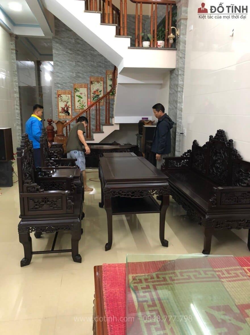 Trường kỷ gỗ gụ đẹp cho nhà ống - Ảnh: Dotinh.com